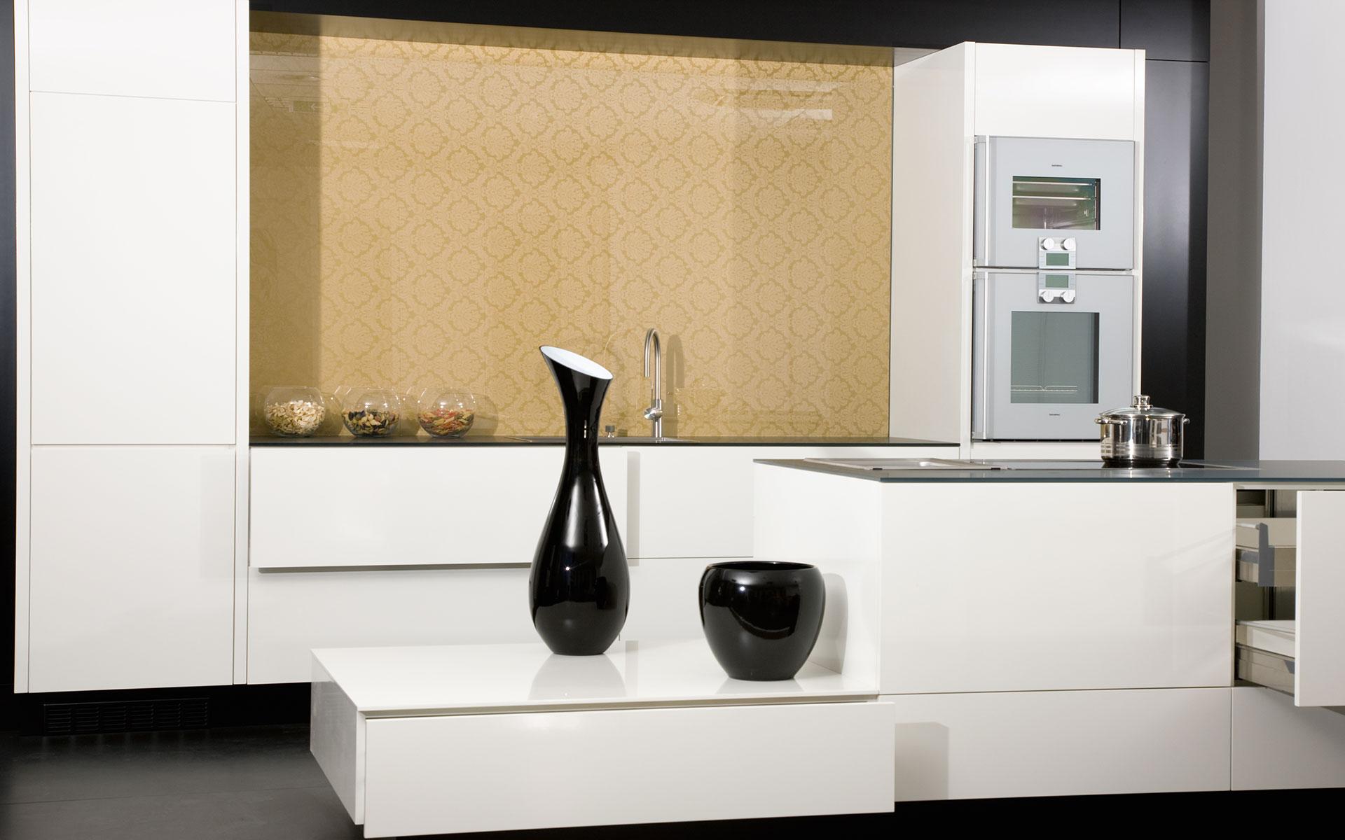 maylan die m belmarke mit dem schwarzen engel innenarchitekt linz. Black Bedroom Furniture Sets. Home Design Ideas